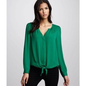 Joie Watson 100% silk  tie hem blouse in green